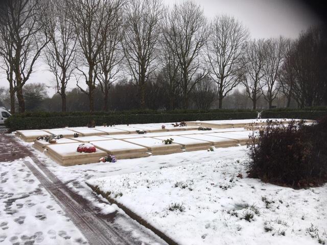 Les SDF sont désormais enterrés dans le «jardin de la fraternité», anciennement «carré des indigents» dans le cimetière de Thiais près de Paris.