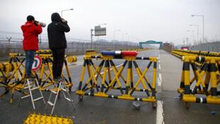 Khu công nghiệp Kaesong bị đóng cửa, giới phóng viên nhiếp ảnh cũng không được cho vào (RFI /Stéphane Lagarde)