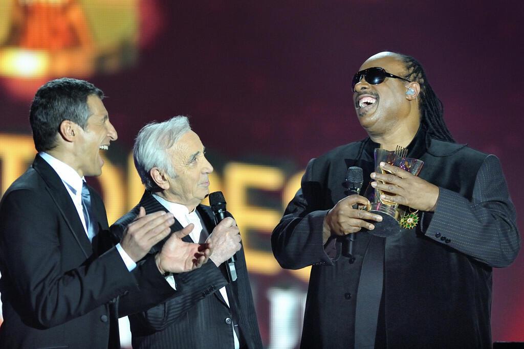 « Victoires de la Musique ». Nagui, Charles Aznavour e Stevie Wonder.