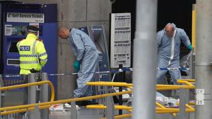 Les personnels scientifiques de la police de Manchester s'activent sur les lieux de l'attentat, le 23 mai 2017.