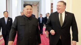 عکس آرشیو - ملاقات کیم جونگ اون رهبر کره شمالی و مایک پمپئو وزیر امور خارجۀ آمریکا که در تاریخ ٨ اکتبر ٢٠۱٨ در پیونگیانگ پایتخت کشور کره شمالی انجام گرفت.