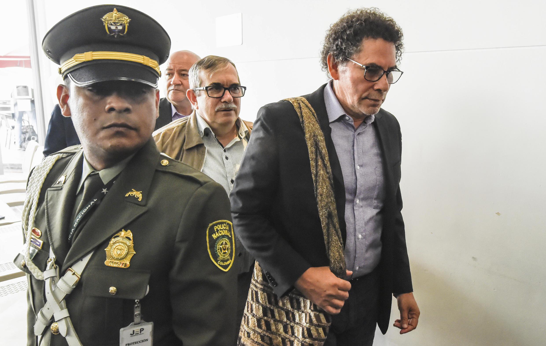 Les anciens commandants des Farc, Pastor Alape (à droite), Rodrigo Londono et Carlos Lozada, en 2019 à la Juridiction spéciale de Bogota.