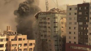 Thành phố Palestine Gaza sau đợt oanh kích của Israel, ngày 15/05/2021. Một tòa nhà có văn phòng nhiều hãng truyền thông quốc tế bị đánh sập.