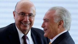 Le président sortant Michel Temer (à droite) et l'ex-ministre brésilien des Finances Henrique Meirelles, le 22 mai 2018 à Brasilia.