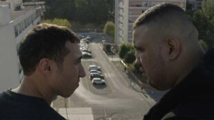 Les acteurs Sofian Khammes et Foued Nabba dans « Chouf » de Karim Dridi.