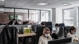 Para empresas menores, coworking é uma da das opções para quem está em home office.