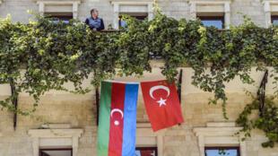 azrbaidjan-turquie-drapeaux