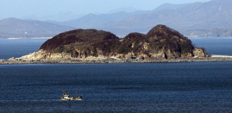 Les forces nord-coréennes ont abattu un Sud-Coréen travaillant dans la pêche qui, disparu du patrouilleur à bord duquel il naviguait, s'est retrouvé dans les eaux territoriales de Pyongyang, à proximité de l'île frontalière occidentale de Yeonpyeong.