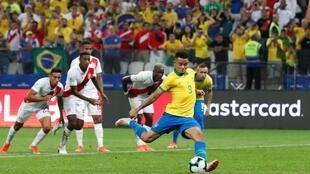 Momento en el que el brasileño Gabriel Jesús falla el penalti, partido Brasil vs. Perú (Grupo A) Arena Corinthians, Sao Paulo, Brasil 22 de junio de 2019.