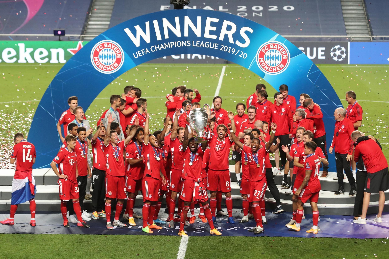 'Yan wasa Bayern Munich yayin murna lashe kofin zakarun Turai a karo na 6.