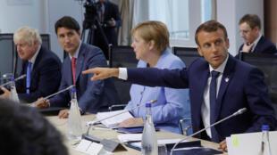 Le président français Emmanuel Macron, avec la chancelière allemande Angela Merkel, Justin Trudeau, Premier ministre canadien, et Boris Johnson, Premier ministre britannique, lors du G7 à Biarritz, ce lundi 26 août 2019.
