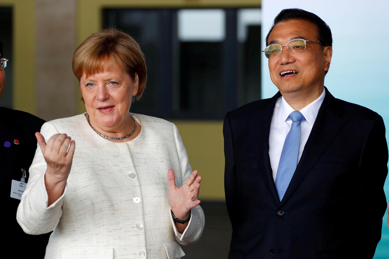 資料圖片:2018年7月10日中國國務院總理李克強出訪德國,與德國總理默克爾會談。
