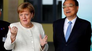 资料图片:2018年7月10日中国国务院总理李克强出访德国,与德国总理默克尔会谈。