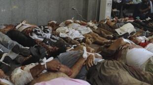 Au moins 124 morts ont été recensés jusqu'ici, près de 2 200 selon les manifestants pro-Morsi.