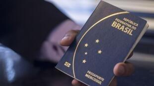 Brasileiros precisarão de autorização até para as curtas viagens