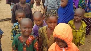 Pour la première fois, des enfants peuls du village d'Ocha pourront aller à l'école.