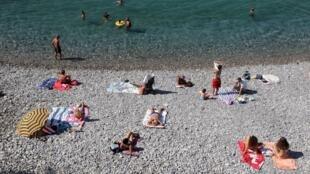 دولت اسپانیا برای پذیرش گردشگران خارجی اعلام آمادگی کرد.