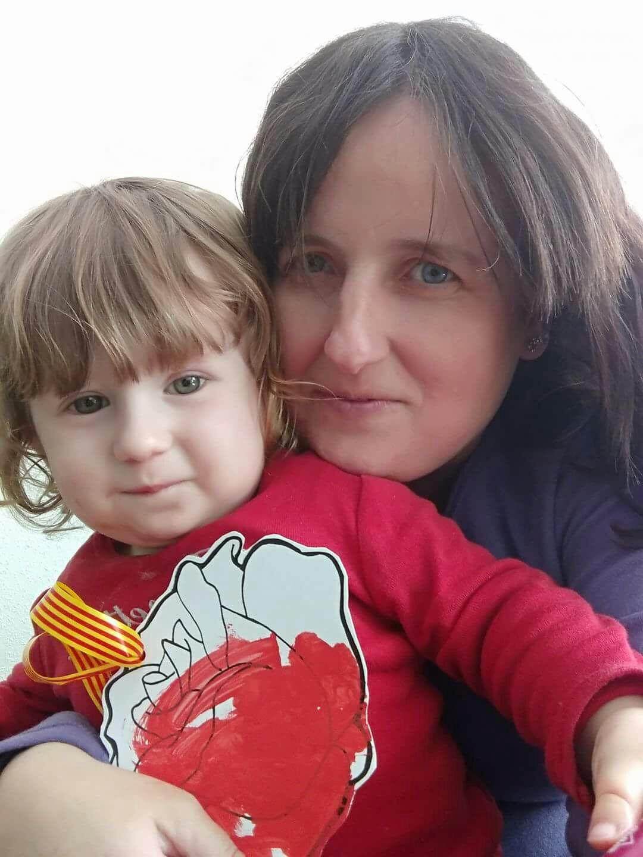 Verónica Guillem Moragues e a filha, Clàudia, ficaram trancadas em um bar no dia do atentado