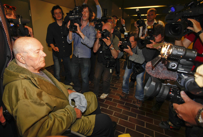 John Demjanjuk à la sortie du tribunal de Munich, le 12 mai 2011.