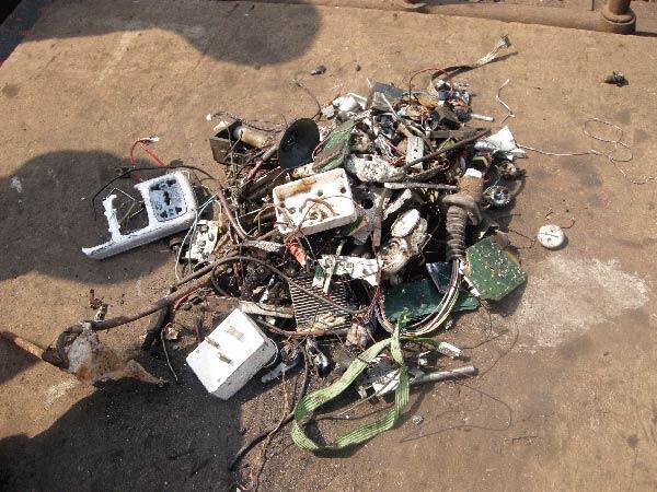 De chaque déchet (ordinateur, téléphone, matériel hi-fi, réfrigérateur), le moindre élément est récupéré.