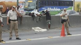 Usuários de crack perambulam pelas ruas do Rio de Janeiro.