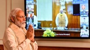 Waziri Mkuu wa India Narendra Modi wakati wa mkutano na viongozi wa vyama vikuu nchini India kupitia video, Juni 20, 2020 huko New Delhi.