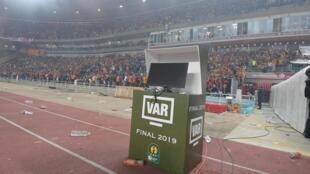 La VAR n'avait pas fonctionné, lors de la finale retour de la Ligue des champions africaine, le 31 mai 2019. Depuis, la CAF a travaillé pour que pareille mésaventure ne se reproduise pas durant la CAN 2019.