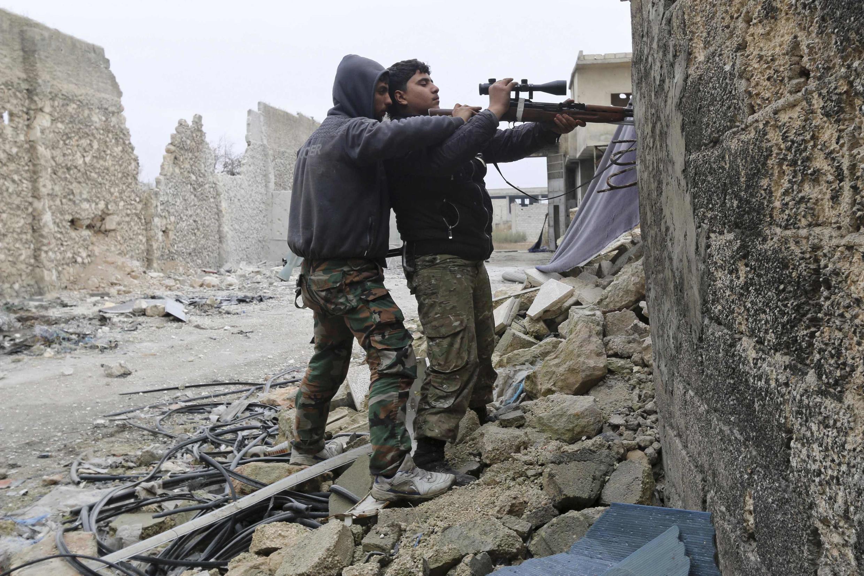 Jovens jihadistas no aerporto de Aleppo, no dia 25/01/2014.