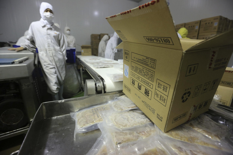 Nhà máy tập đoàn Osi cung cấp cho McDonald's và KFC ở Trung Quốc  bị chính quyền Thượng Hải  đóng cửa ngày 20/07/2014.