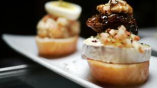 Món bánh mì nướng gan ngỗng béo áp chảo (Getty Images)