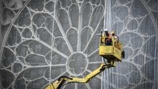 Obreros trabajan en la restauración de Notre Dame, el 20 de mayo de 2019
