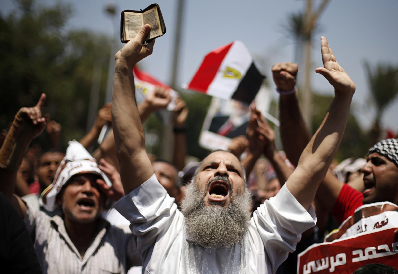 Манифестация в поддержку низложенного президента Мурси в Каире 05/07/2013
