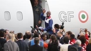 Девятнадцать просителей убежища из Эритреи вылетели из Рима в Швецию, 9 октября 2015.