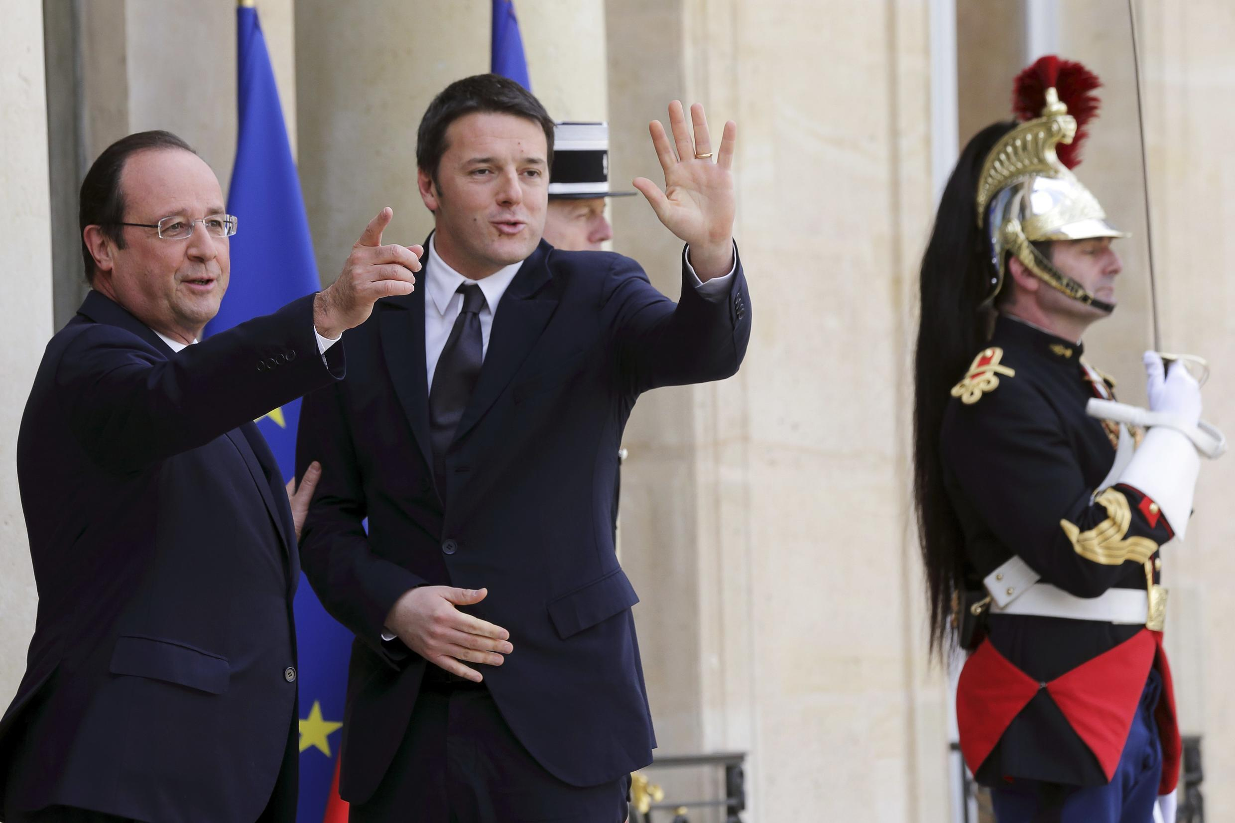 French President françois Hollande with Italian Prime Minister Matteo  Renzi (C) at the Elysée presidential palace in March