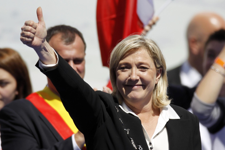 1 мая 2012 г. Париж. Лидер крайне-правого Национального фронта Марин Ле Пен выступает перед своими сторонниками на площади Оперы