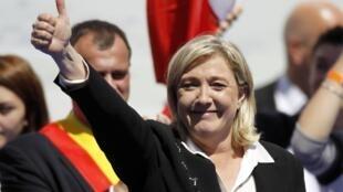 La dirigente del Frente Nacional (extrema  derecha), Marine Le Pen, declaró el 1 de mayo que votará en blanco en la elección  presidencial del 6 de mayo que opondrá el presidente conservador saliente  Nicolas Sarkozy al socialista François Hollande.