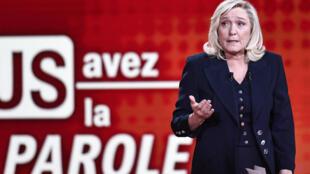 La présidente du Rassemblement national (RN) et candidate à la présidentielle de 2022, Marine Le Pen, lors de son débat avec le ministre de l'Intérieur, Gérald Darmanin, le 11 février 2021 sur France 2.