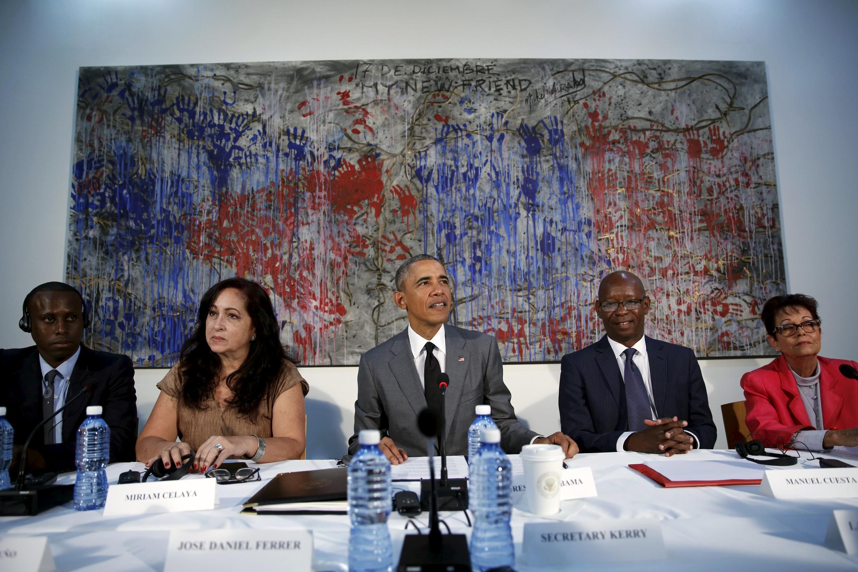 Obama reunido com dissidentes cubanos, em Havana. Da esquerda para direita Nelson Matute, Miriam Celaya, Manuel Cuesta e Miriam Leiva.