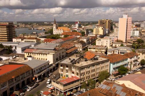 Vue de Dar-es-Salam, ancienne capitale et principale ville économique de Tanzanie (photo).