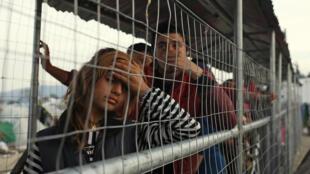 Беженцы недалко от границы между Грецией и Македонией в лагере Идомени, 1 апреля 2016 г.