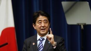 Shinzo Abe trên diễn đàn Thượng đỉnh Asean tại Tokyo, ngày 14/ 2013 đã kêu gọi tôn trọng quyền tự do không lưu.