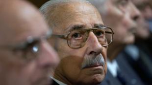 L'ancien dictateur argentin, Jorge Rafael Videla (c), lors de son procès, à Cordoba, le 21 décembre 2010.