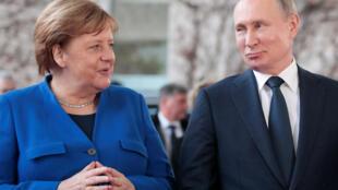 Канцлер Германии Ангела Меркель и президент России Владимир Путин во время саммита в Берлине