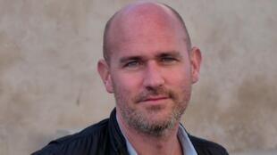 Léonard Vincent est journaliste et écrivain.