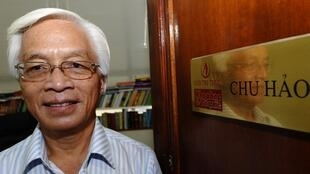 Giáo sư Chu Hảo, Giám đốc Nhà xuất bản Tri Thức, tại văn phòng ở Hà Nội, ngày 31/08/2010.