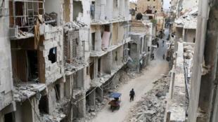 Foto de uma rua residencial de Aleppo, totalmente destruída pelos bombardeios das forças sírias