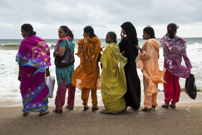 Au Sri Lanka la levée de l'interdiction faite aux femmes depuis 39 ans d'acheter de l'alcool ou de travailler dans des établissements où l'on vend ou fabrique des boissons alcoolisées a été suspendue.