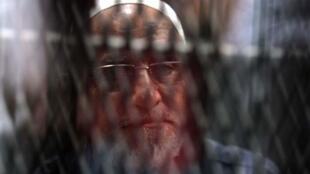 Le guide suprême de la confrérie Mohamed Badie, ce mercredi 11 septembre 2019, attendant son verdict dans un tribunal du Caire.