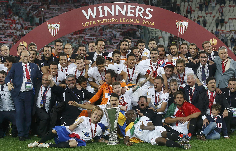 'Yan wasan Sevilla suna murnan lashe kofin Europa League bayan sun doke Benfica