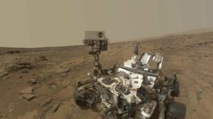«Autoportrait» du robot Curiosity, chargé de trouver des traces de vie sur la planète Mars.